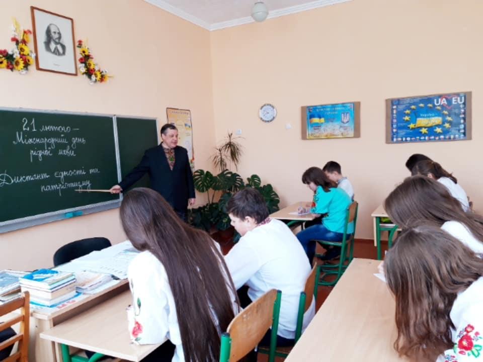 Диктант єдності Міжнародний день рідної мови у Пологівському НВК